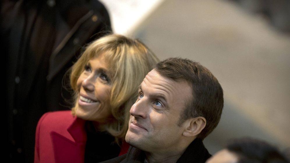 Foto: Brigitte Macron y su marido, Emmanuel, durante la visita al museo de los Guerreros de Terracota en China. (Gtres)