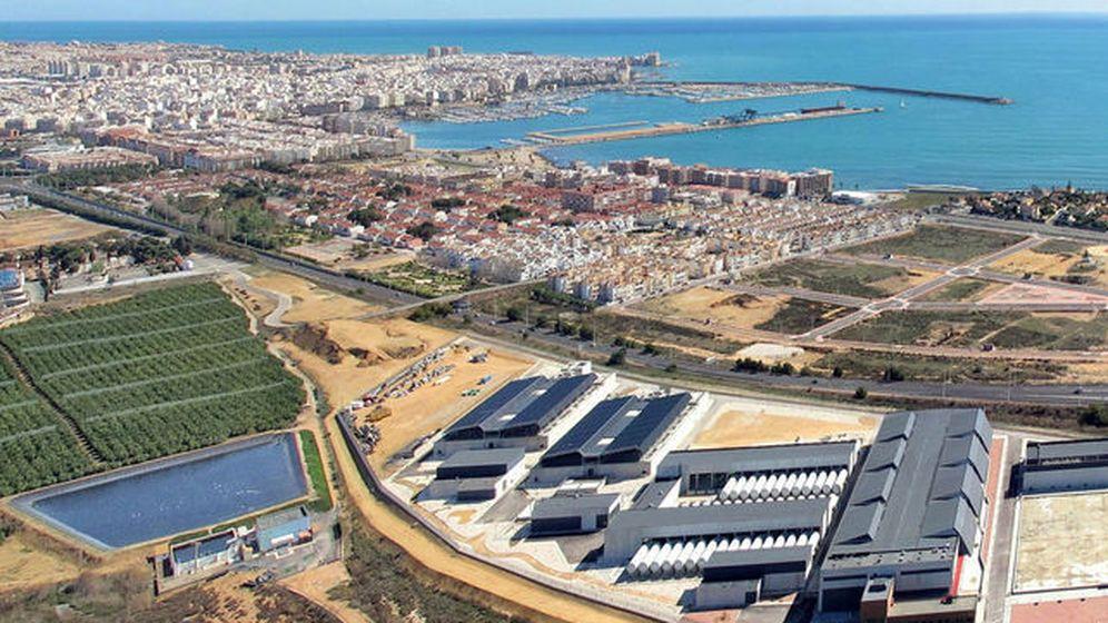 Foto: Imagen aérea de Torrevieja y de una desaladora de Acumed. (Efe)