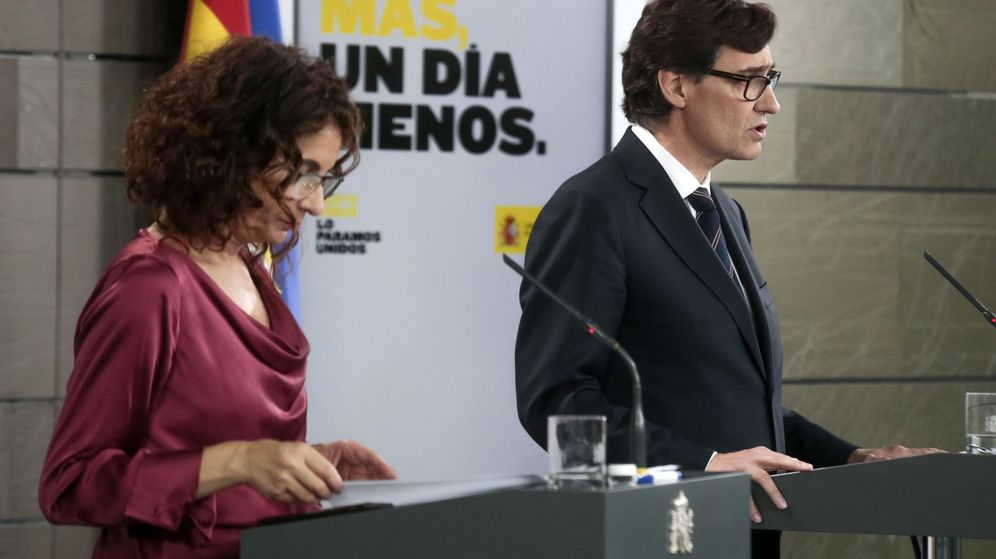 Foto: Los ministros de Hacienda y Sanidad, María Jesús Montero y Salvador Illa, en una rueda de prensa de la pasada semana. (EFE)