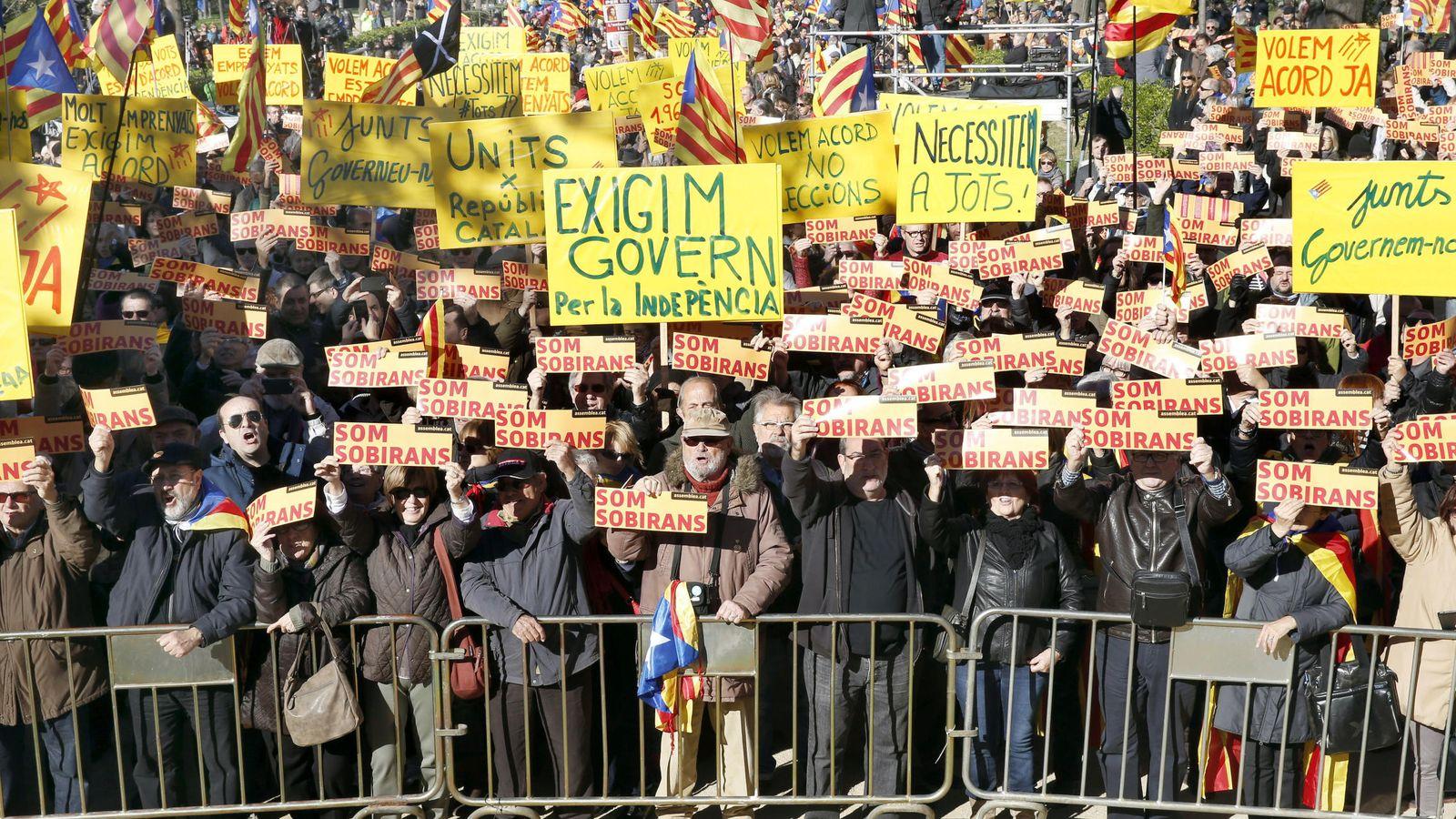 Foto: Manifestación convocada por la Asamblea Nacional Catalana en noviembre de 2015 en Barcelona. (EFE)