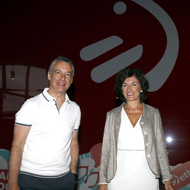 Foto: El lendakari Iñigo Urkullu (i), junto a la directora general de EiTB, Maite Iturbe. (EFE)