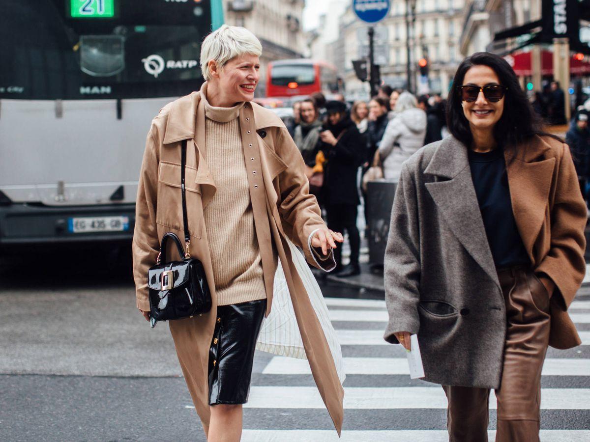 Foto: Las prendas de abrigo de dos colores triunfan en las calles. (Imaxtree)