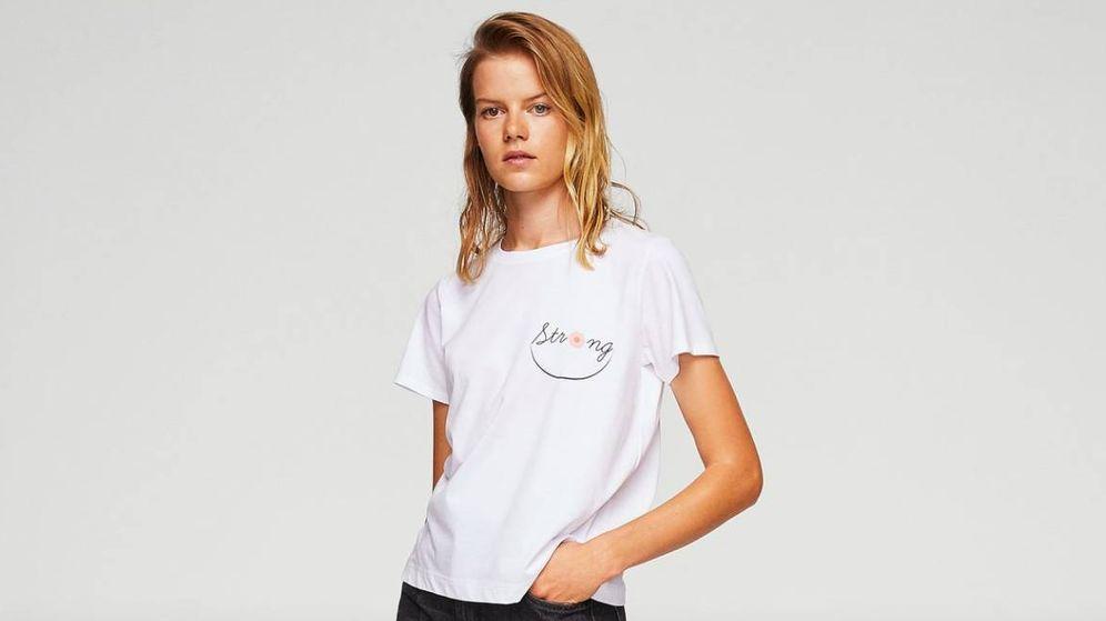 Foto: Una de las camisetas que Mango ha creado con motivo del Día Mundial del Cáncer de Mama.