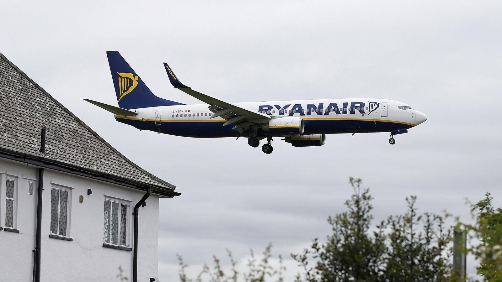 Foto: Ryanair solo permitirá llevar equipaje de mano (REUTERS)