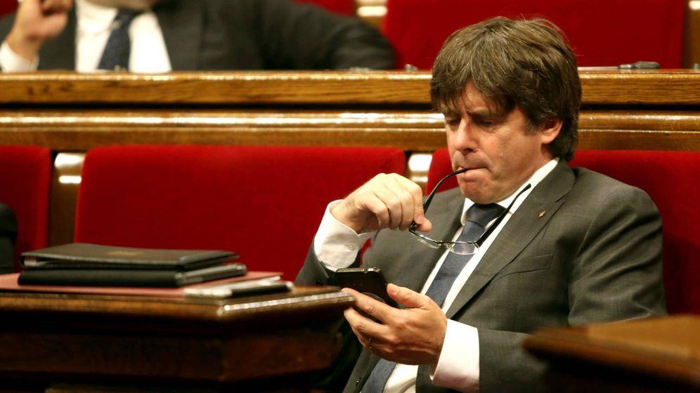 Foto: El presidente de la Generalitat, Carles Puigdemont, en el Parlament de Cataluña, en una imagen de archivo. (EFE)