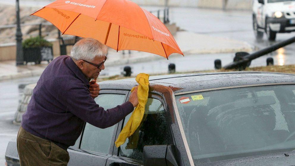 Las cinco partes de tu coche que la DGT recomienda limpiar para evitar el Covid-19