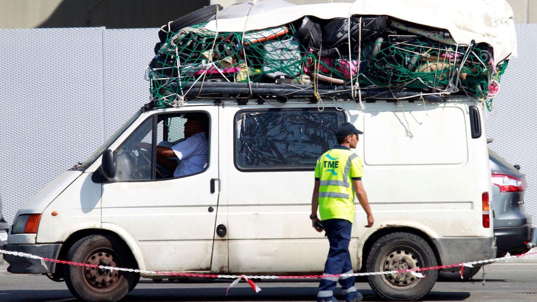 El tercer golpe de Mohamed VI: la acrobacia para traer sus migrantes sin pisar España