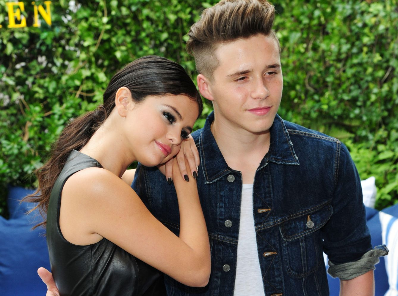 Foto: Selena Gomez y Brooklyn Beckham en Nueva York (Gtres)