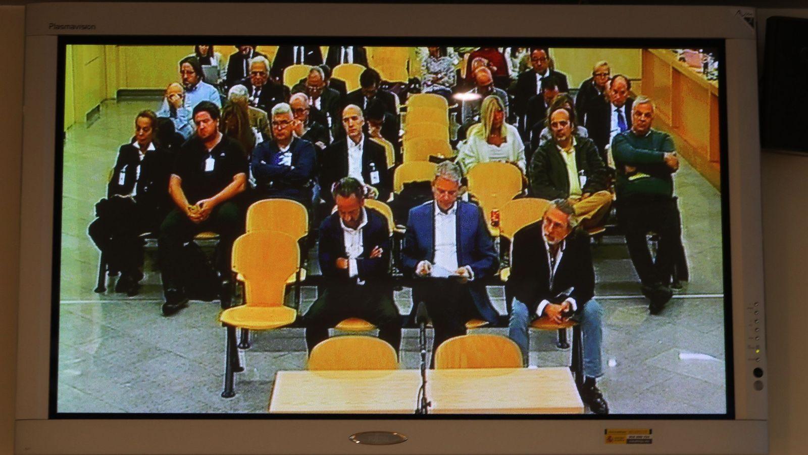 Foto: Los acusados escuchan los informes finales del juicio de Gürtel. (EFE)