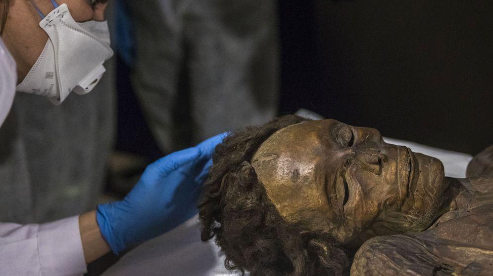 Foto: La momia guanche es el mejor ejemplo de restos momificados de las culturas prehispánicas canarias (EFE/Emilio Naranjo)