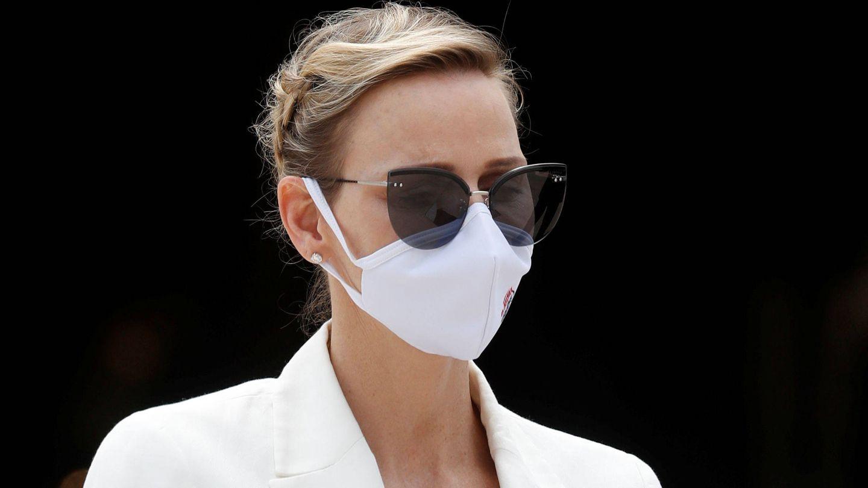 Charlène de Mónaco, con mascarilla y recogido trenzado. (Reuters)