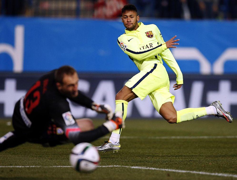 Foto: En la imagen, Neymar y Oblak durante un Atlético-Barcelona. (Reuters)