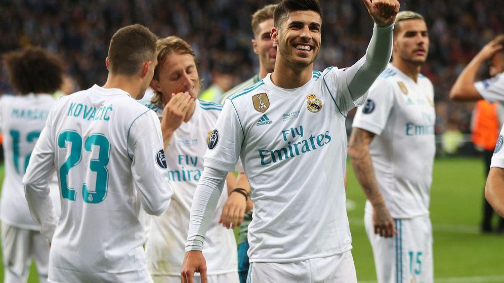 Foto: Marco Asensio, sonriente, celebra un gol con el Real Madrid en un partido de la Champions. (Reuters)