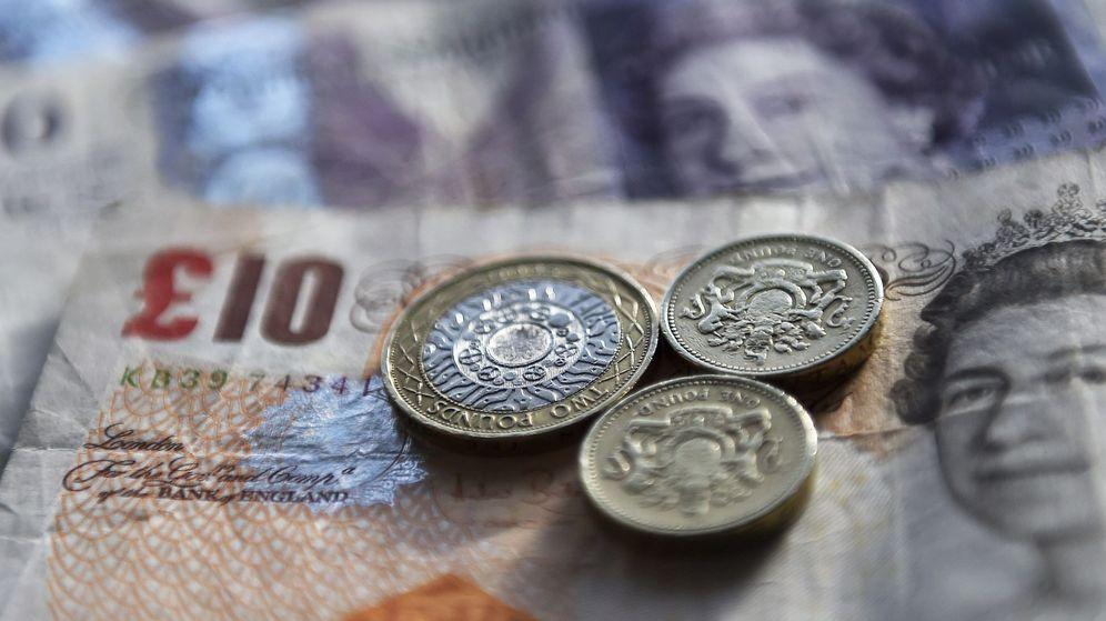 Foto: Fotografía que muestra varias libras en Londres. (EFE)