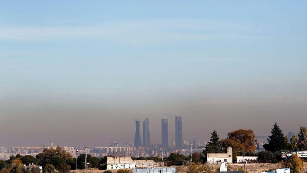 Foto: Vista de la capa de contaminación que cubre la ciudad de Madrid. (EFE)