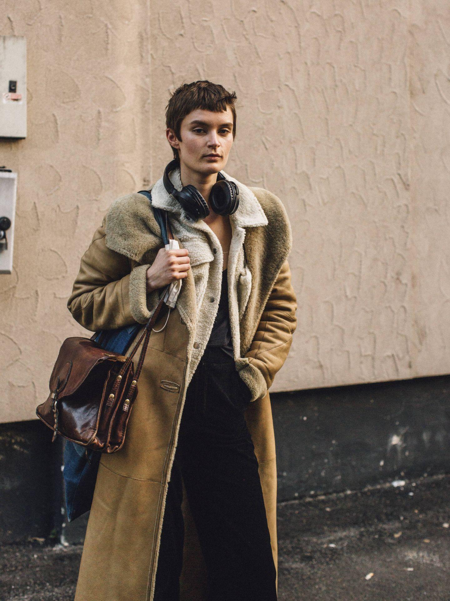 Un abrigo de doble faz visto en Milán. (Imaxtree)
