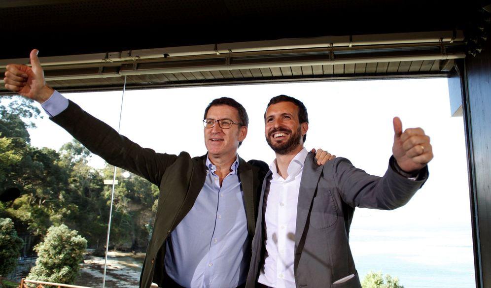 Foto: Casado y Feijóo, el pasado octubre en Galicia. (EFE)