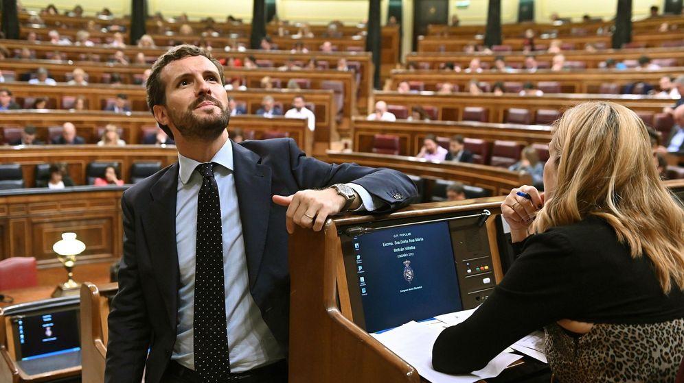 Foto: El líder del PP, Pablo Casado, durante la sesión plenaria celebrada este martes en el Congreso de los Diputados. (EFE)