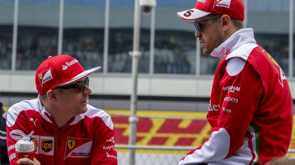 Foto: Vettel y Raikkonen durante el pasado GP de Rusia. (EFE)