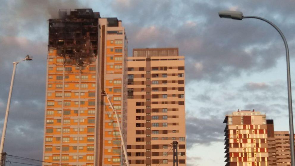 Extinguido un aparatoso incendio en una torre de 20 plantas en Madrid