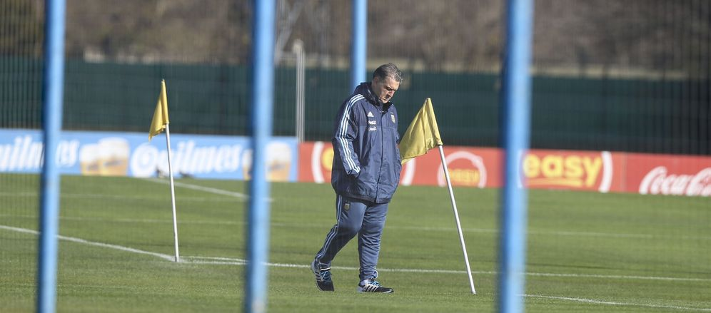 Foto: El Tata Martino, durante un entrenamiento de la selección argentina (EFE)