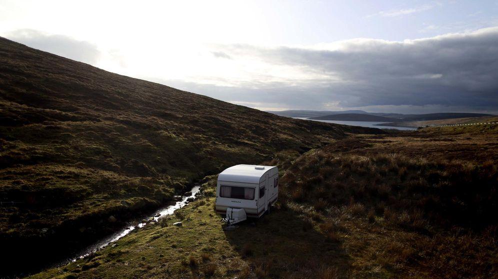Foto: Roy asegura que es mucho más feliz en una caravana que cuando era millonario  (Reuters/Cathal McNaughton)