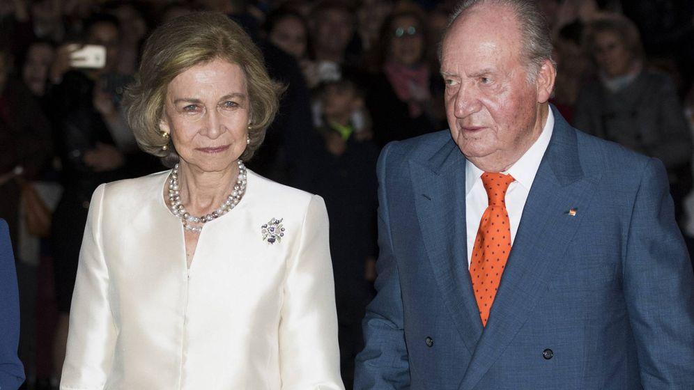 Foto: Los reyes Sofía y Juan Carlos, en el 80 cumpleaños de la Reina. (CP)