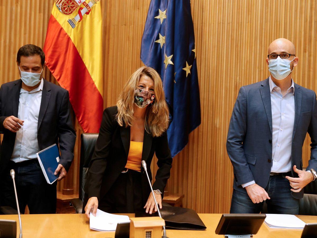 Foto: Yolanda Díaz, junto a Josep Vendrell, y Nacho Álvarez. (EFE)