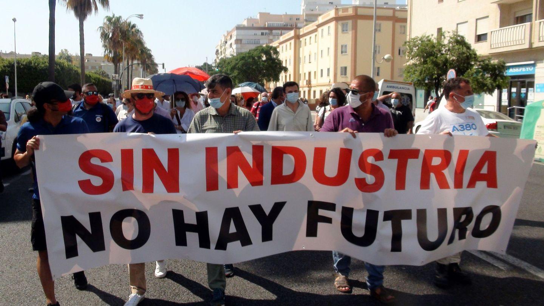 Manifestación en apoyo al sector aeroespacial en la provincia de Cádiz, ante los anunciados recortes en Airbus. (EFE)