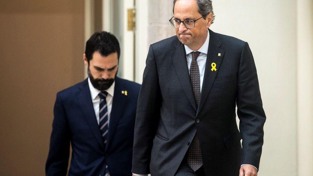 Foto: El presidente de la Generalitat de Cataluña, Quim Torra (d), y el del Parlament, Roger Torrent. (EFE)