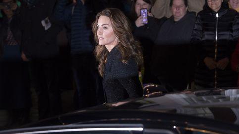 Los Jimmy Choo que levantan el look de Kate Middleton para su noche en el teatro
