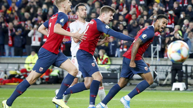 Foto: Momento del partido España-Noruega de la fase clasificatoria de la COpa de la UEFA. (EFE)