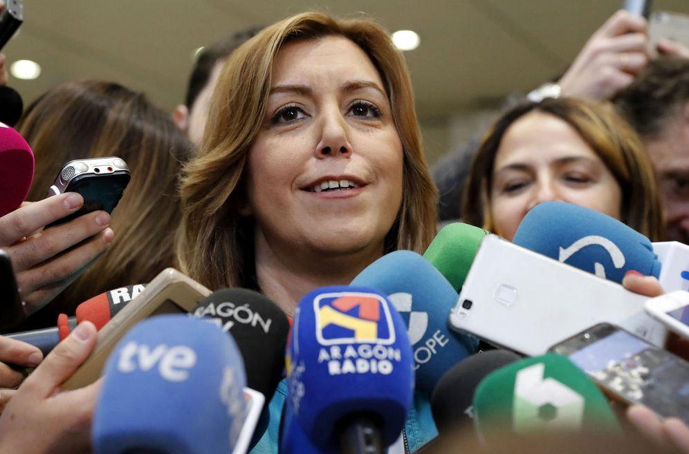 Foto: Susana Díaz atiende a los medios durante el comité federal de este 1 de abril en Ferraz. (EFE)