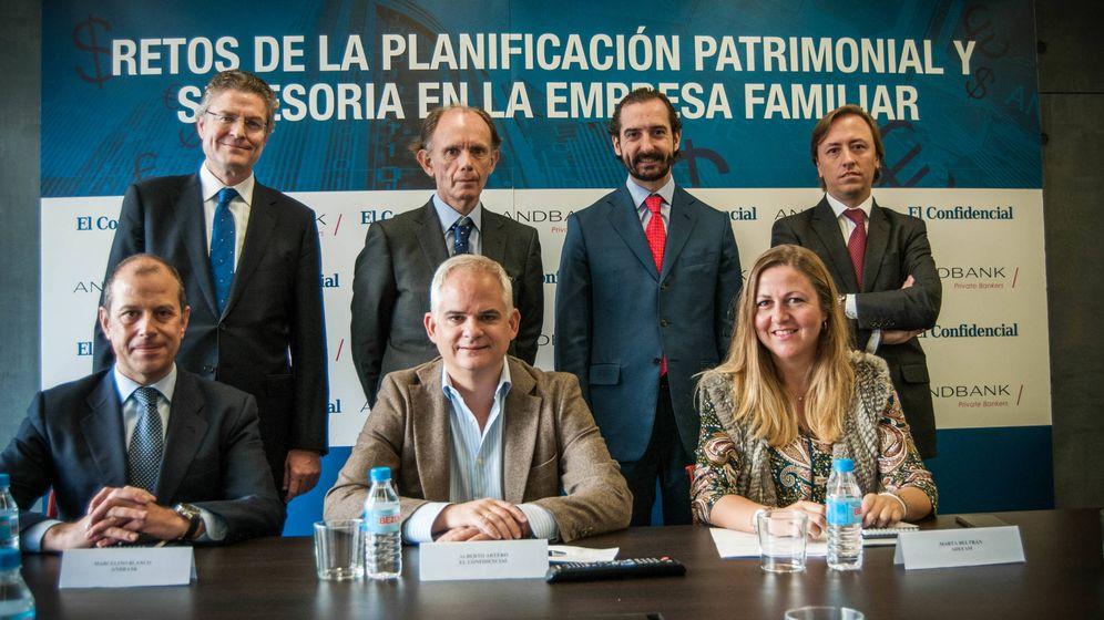 Foto: De izquierda a derecha: Juan Luis Falcón, José Ignacio Jiménez-Blanco, Arturo de las Heras y Antonio Murt. Sentados, Marcelino Blanco, Alberto Artero y Marta Beltrán. (C. Castellón)