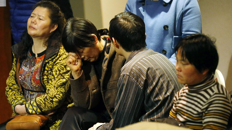 Familiares de los desaparecidos en el avión malasio (Efe)