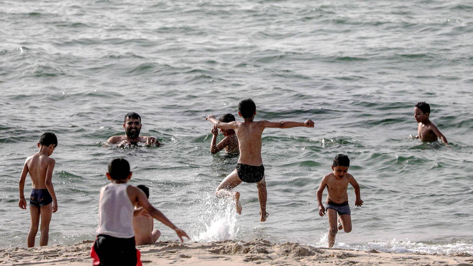 Foto: Niños en un campo de refugiados de Gaza. (EFE)