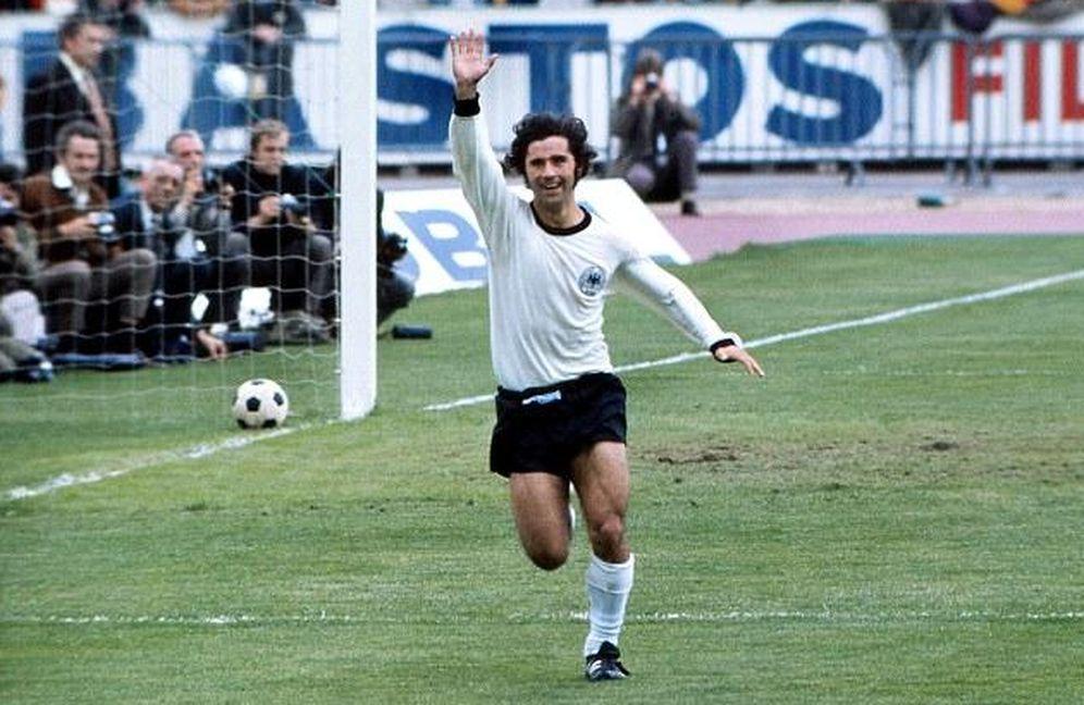 Foto: Gerd Müller, celebrando un gol con la selección alemana (Imago).