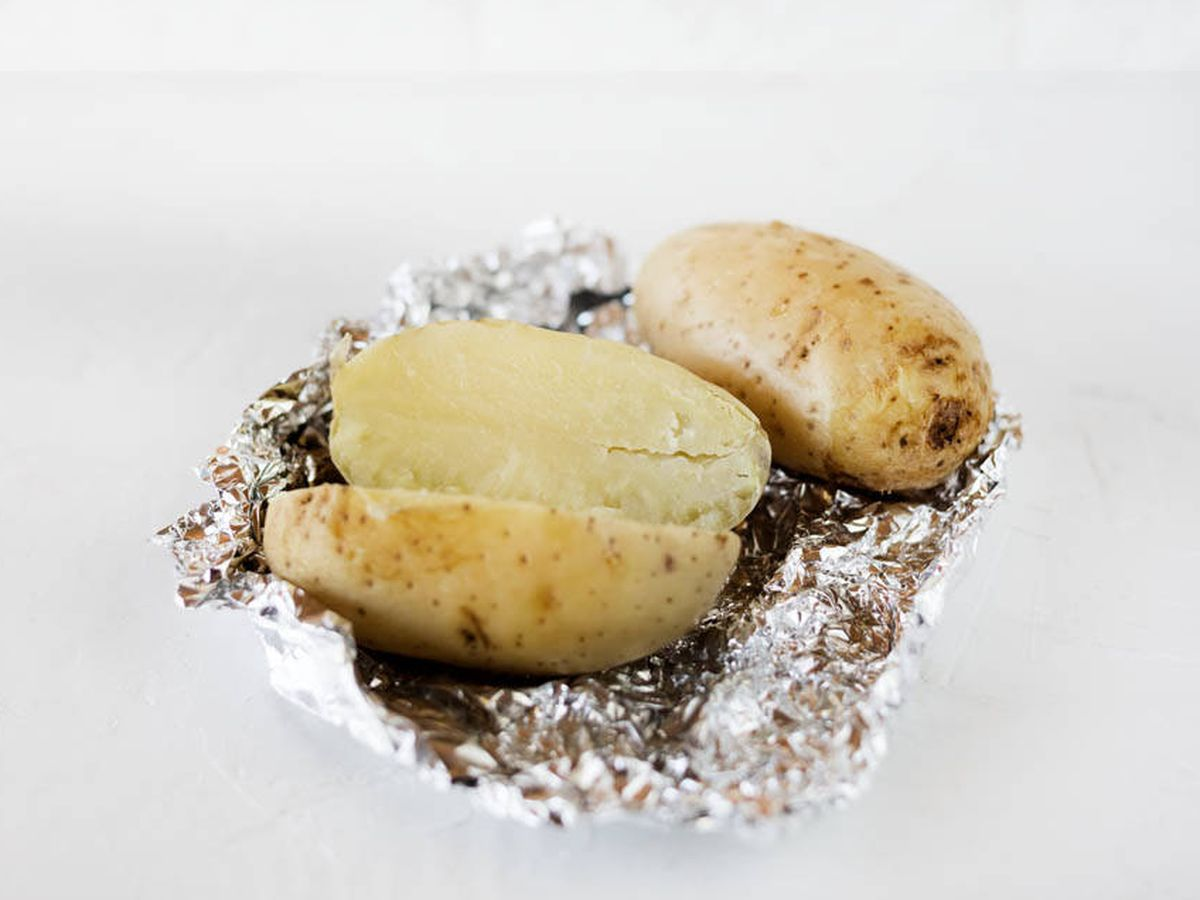 Foto: Asar patatas en microondas. (Snaps Fotografía)