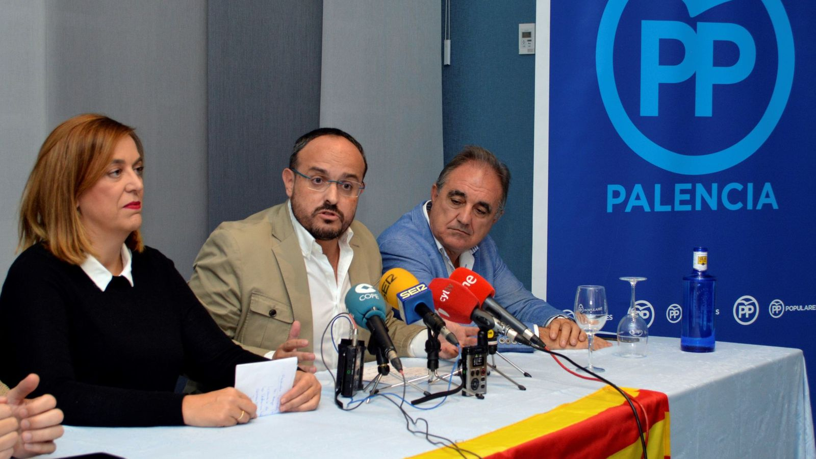 Foto: El portavoz del PP en el Parlamento de Cataluña, Alejandro Fernández Álvarez (c), en una foto de archivo. (EFE)