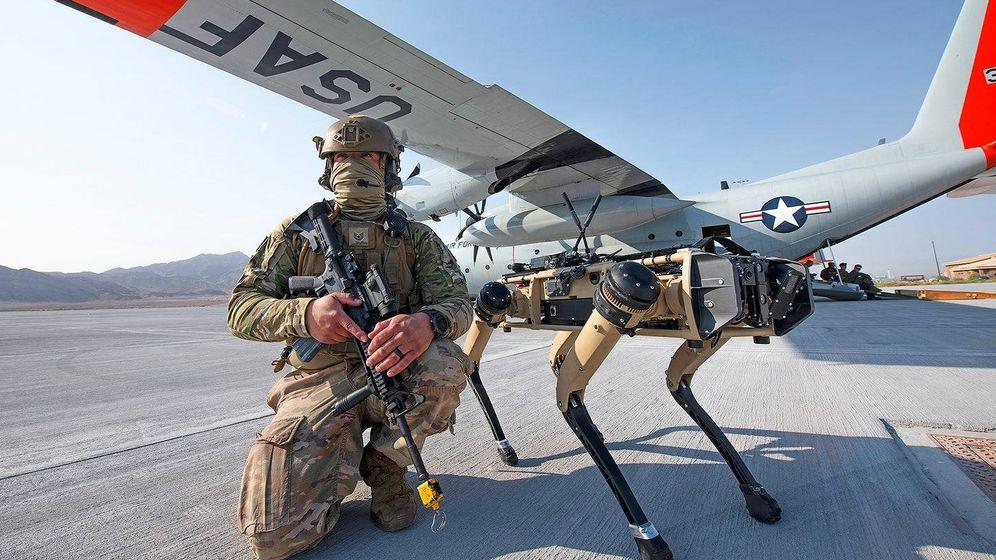Foto: El perro robótico, durante los ejercicios de entrenamiento. Foto: US Air Force