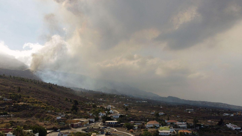 Columna de humo del volcán de Cumbre Vieja. (Reuters / Nacho Doce)