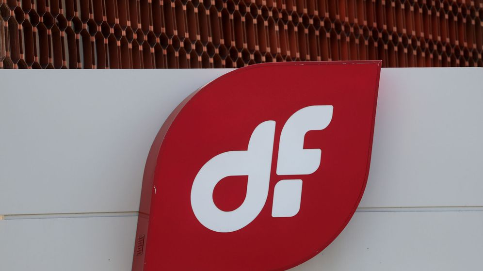 Foto: El logo de Duro Felguera, en la fachada de sus oficinas en Madrid. (Reuters)