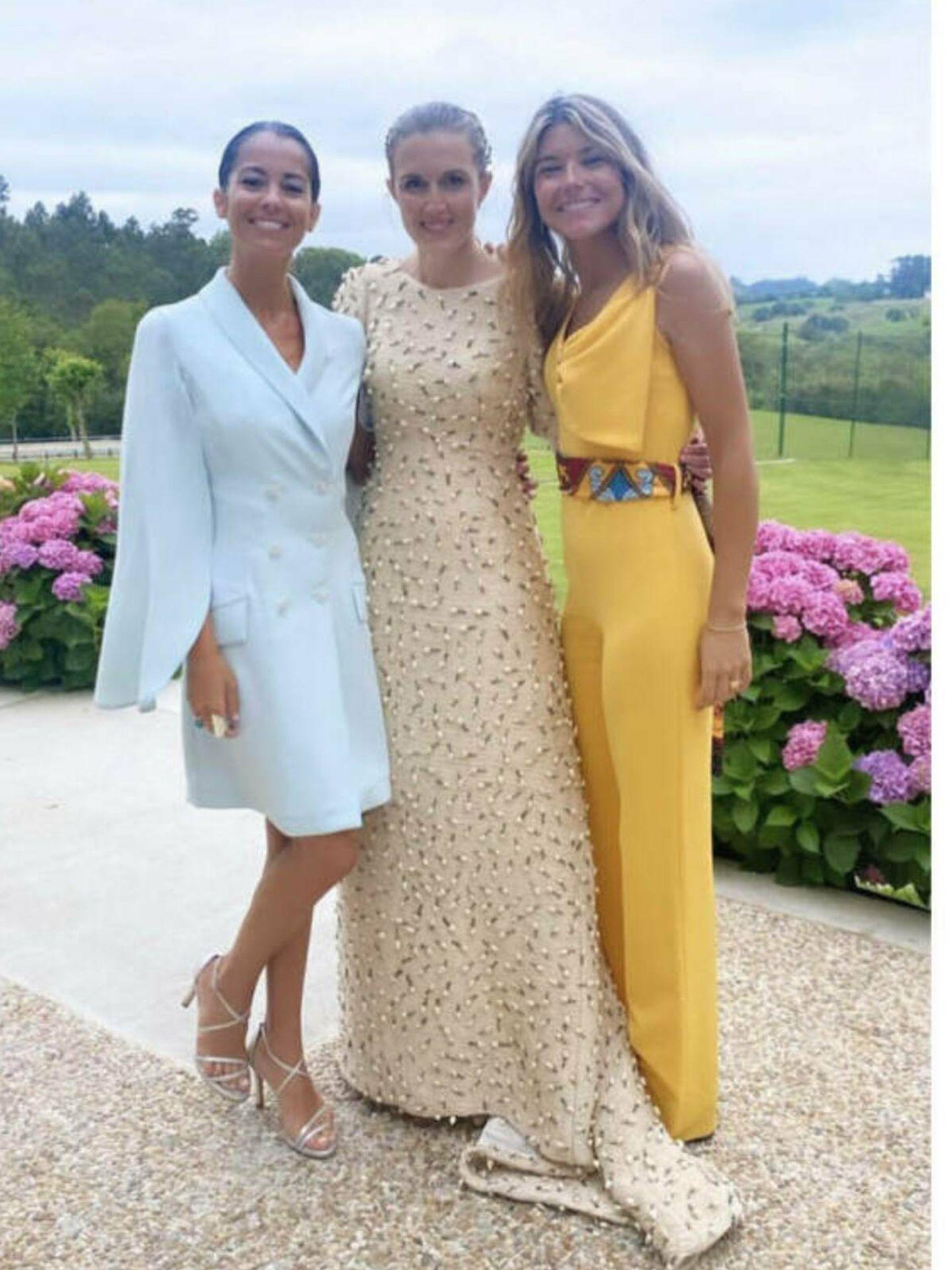 Sofía Ella posa con Inés Pérez Pla y una amiga (Instagram)