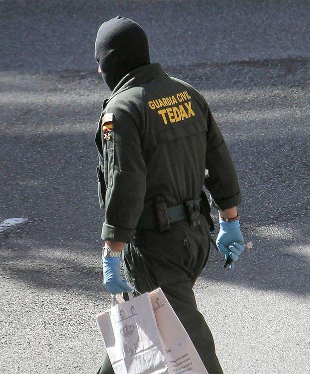 Foto: Especialista de los Tedax de la Guardia Civil. (EFE)