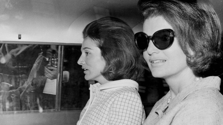Jackie Kennedy y su hermana, Lee Radziwill. (Getty)
