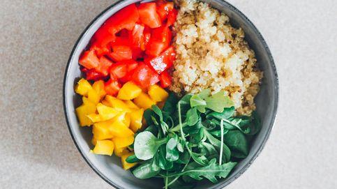Ensalada de quinoa saludable con cuatro ingredientes