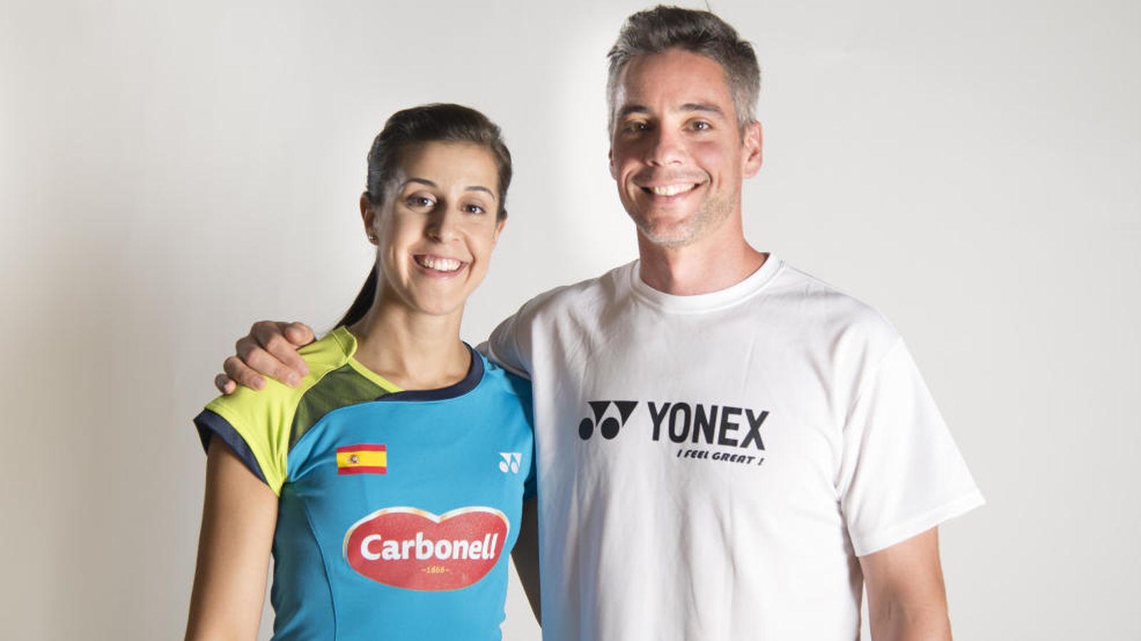 Foto: Carolina Marín junto a su entrenador, Fernando Rivas, un dúo que ha hecho brillar al bádminton español