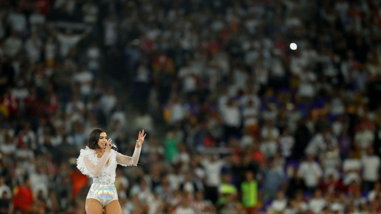 Dua Lipa en su actuación en la final de la Champions League. (Reuters)