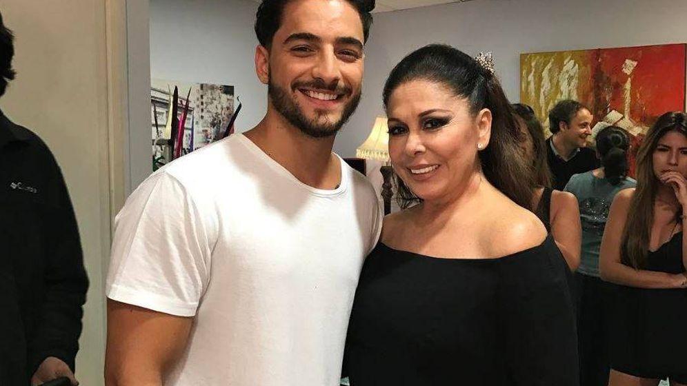 Foto: Maluma junto a Isabel Pantoja en una imagen de Instagram