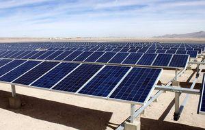 La industria solar pone rumbo a Sudáfrica o Chile ante la ruina que soporta en España